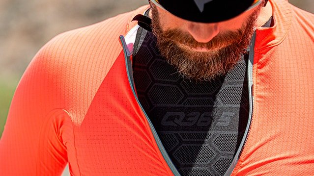 Q36.5 Cycling Base Layer 1 Sleeveless in Anthracite Black for warm weather riding.