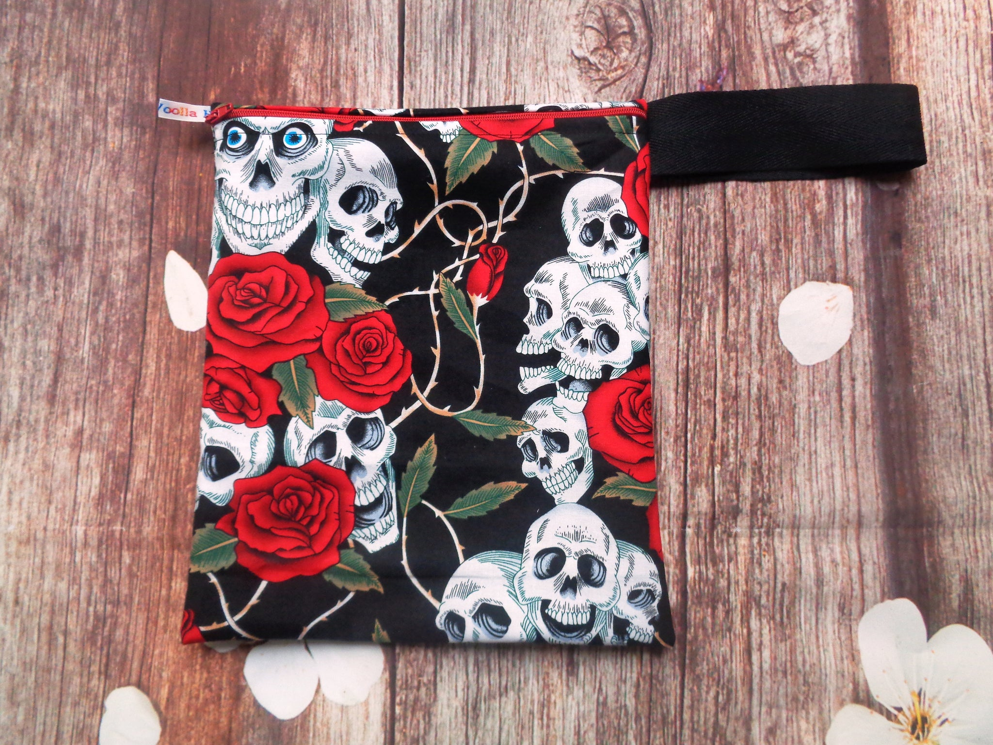 Skull Red Rose Leaves Handy Poppins Pouch Lunch Bag, Clutch