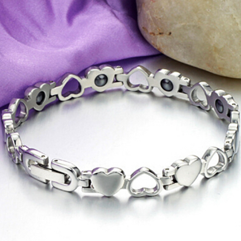 €5 OFF Magnetic Heart Bracelet