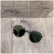 Load image into Gallery viewer, Korean style sunglasses fashion travel sun glasses
