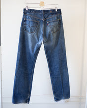 Load image into Gallery viewer, Vintage Distressed Levi's 501 (32X31)