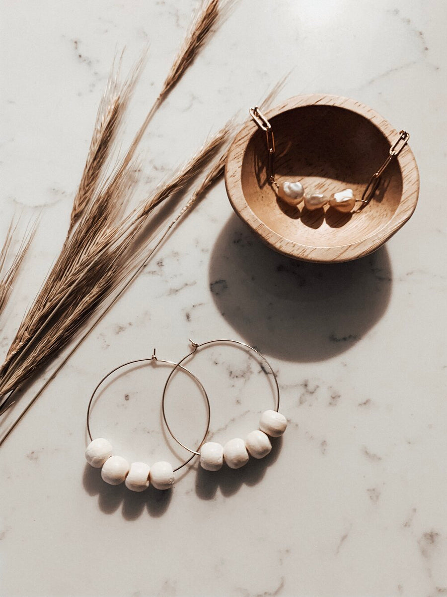 THE NINA GOLD HOOPS WITH WHITE WOOD