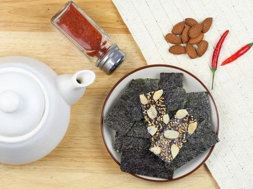 NOI Crispy Seaweed with Almond Slices Hot & Spicy 40g