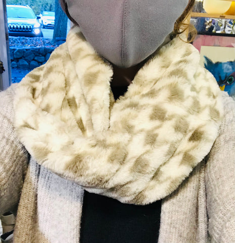 FAUX FUR SOFT CHECK PRINT COWL