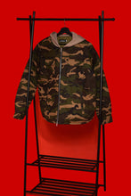 Lade das Bild in den Galerie-Viewer, Army Camouflage Jacket