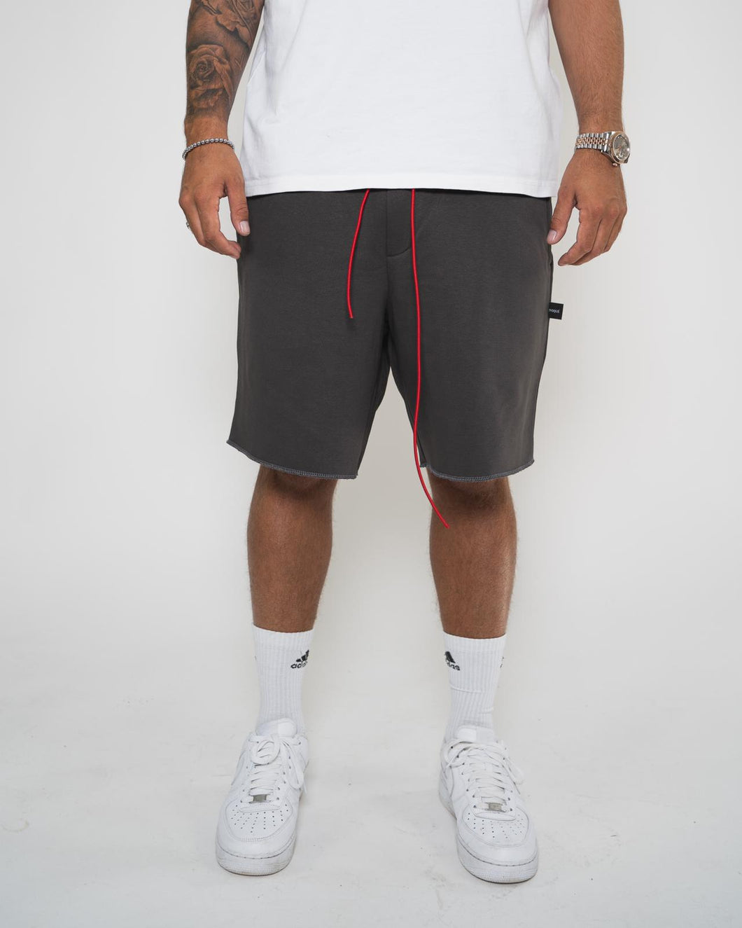 Ivoqué Shorts Grey / Red