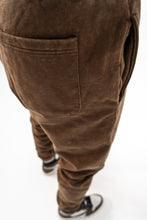 Lade das Bild in den Galerie-Viewer, JOGGER PANTS BROWN WASHED