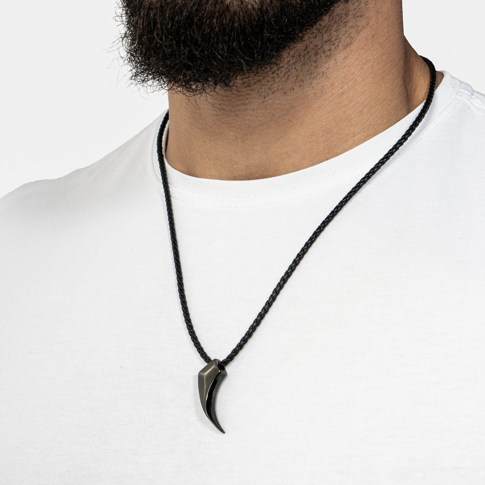 Leather necklace with pendant - black