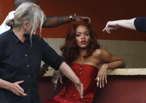 Singer Rihanna prepares for a photoshoot with photographer Annie Leibovitz in Havana May 28, 2015. REUTERS/STRINGER