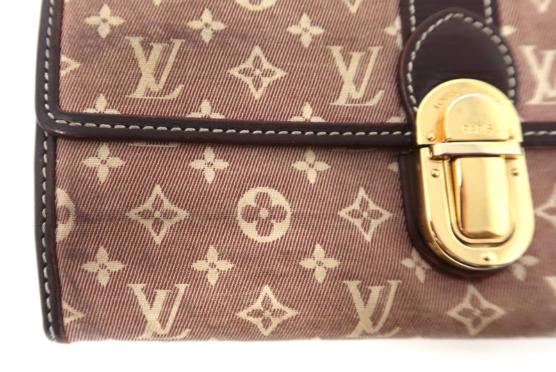 Louis Vuitton Sarah Wallet