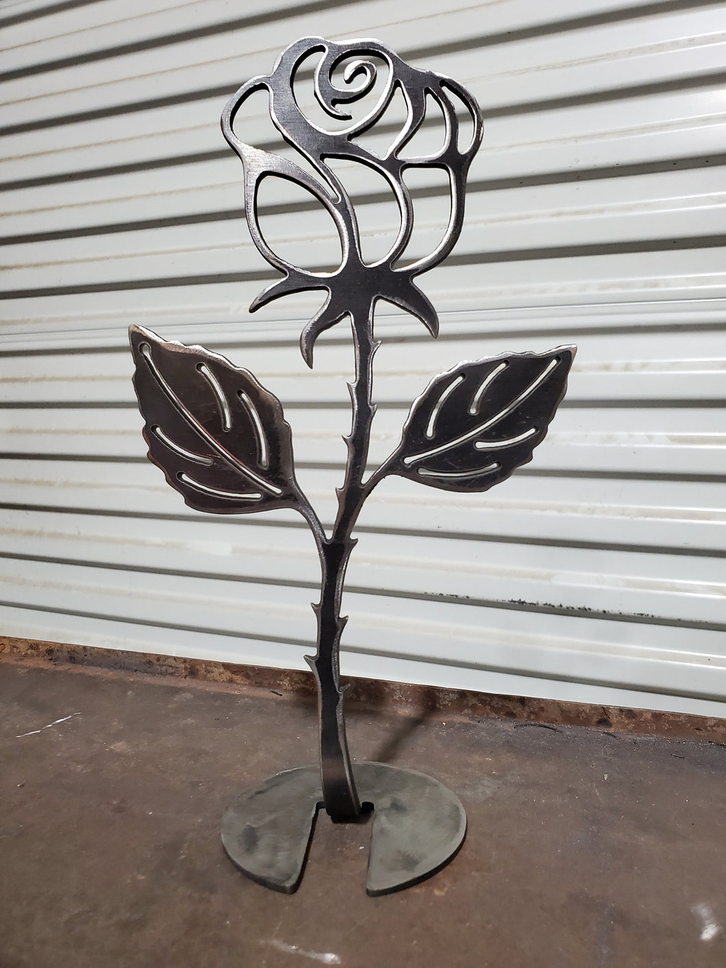 Single table top rose. Free stranding all one piece. 1/8