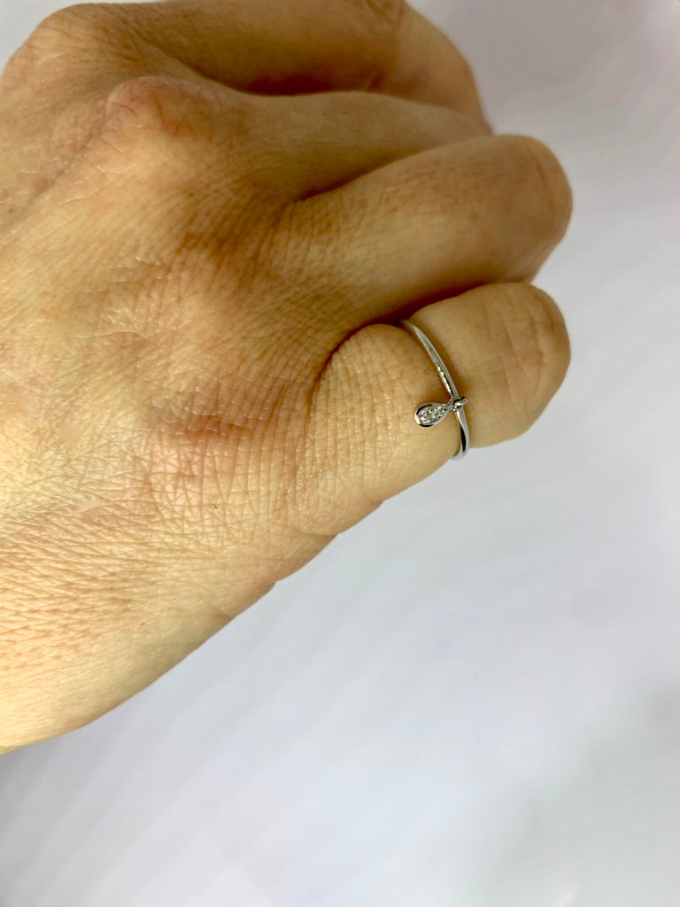 18 carat white gold Diamond Raindrop Ring