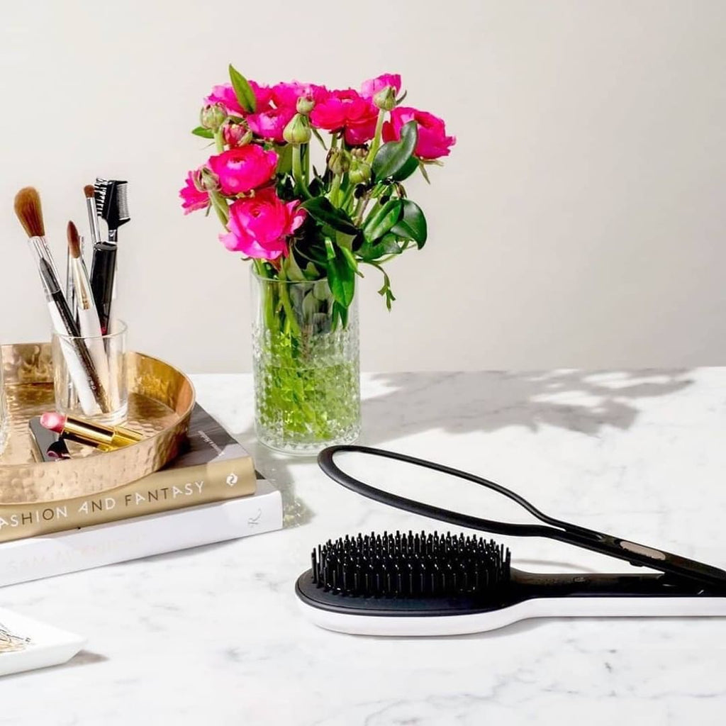 Instyler Glossie Styling brush Lifestyle image
