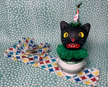 Load image into Gallery viewer, Kitty in a Cup Totem - Green