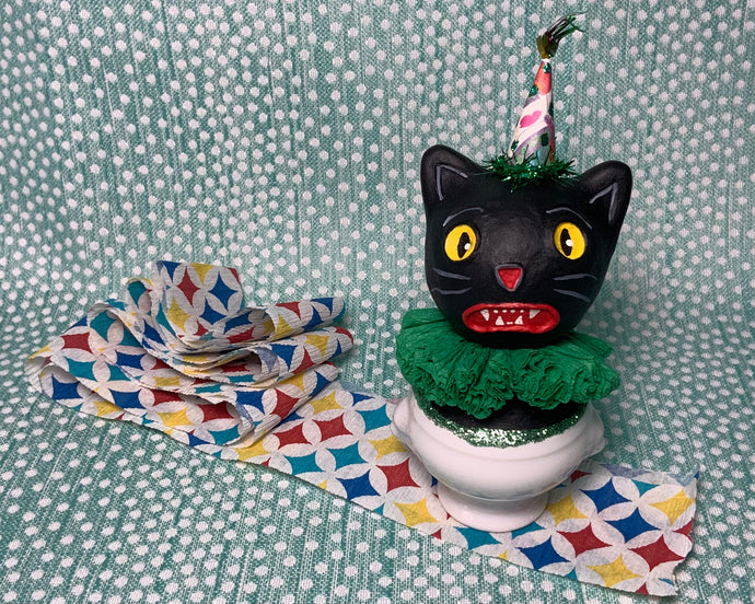 Kitty in a Cup Totem - Green