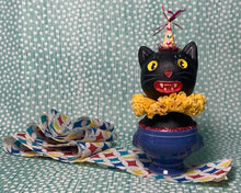 Load image into Gallery viewer, Kitty in a Cup Totem - Yellow Blue