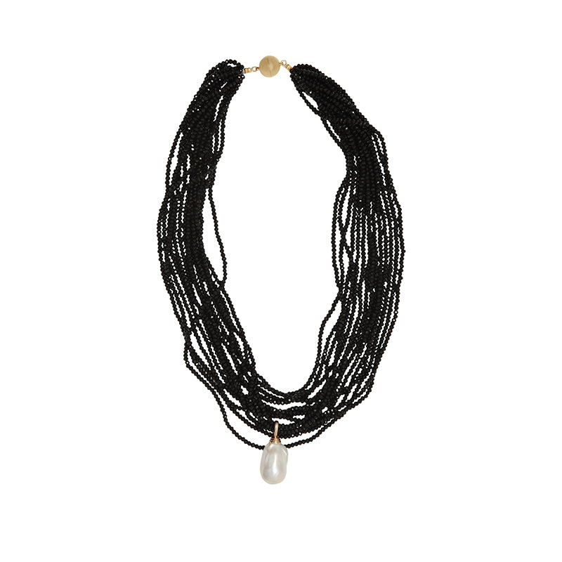 THE CRYSTAL NECKLACE IN BLACK