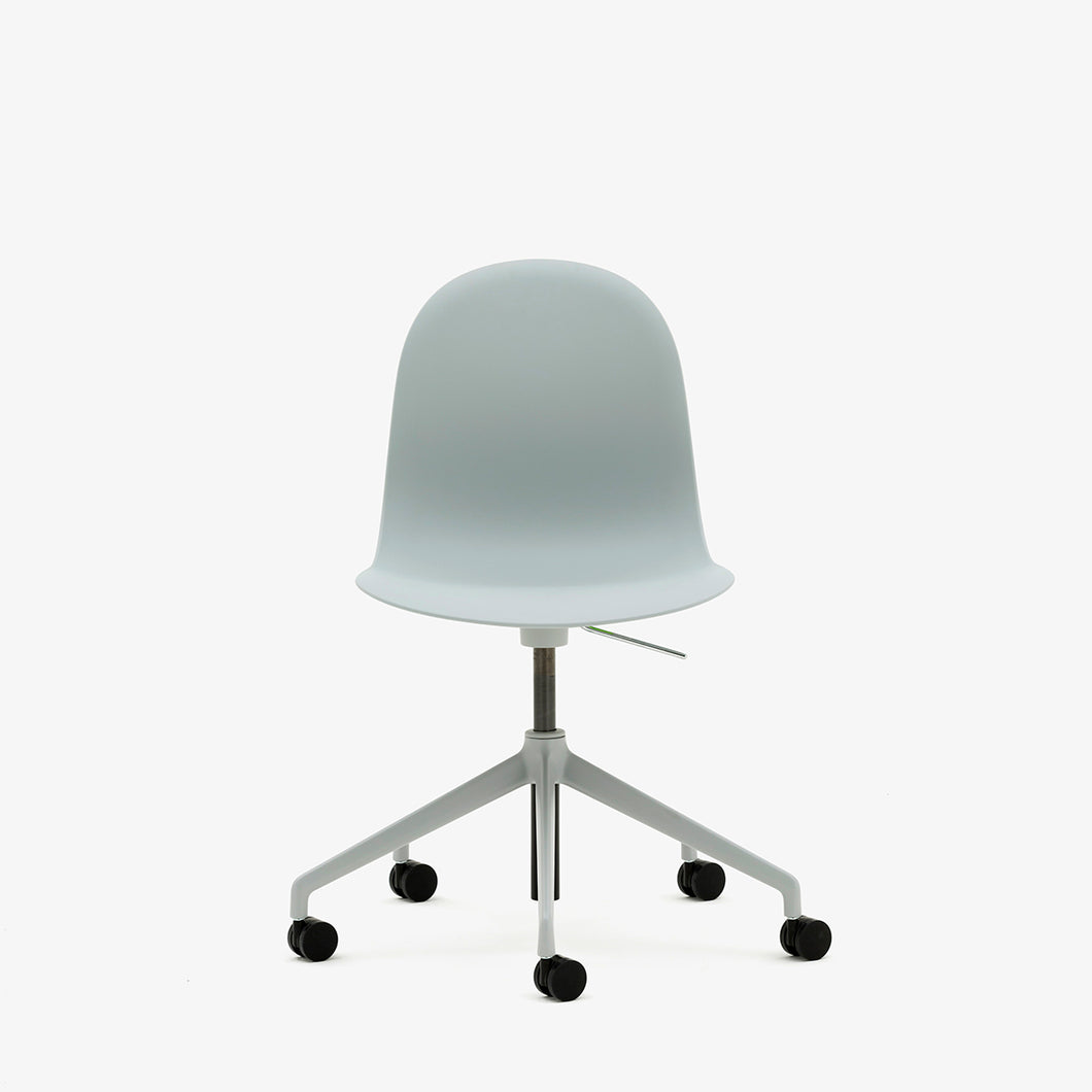 Allermuir Kin plastic chair