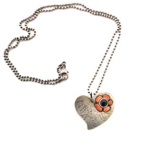 Load image into Gallery viewer, Flower Heart Necklace
