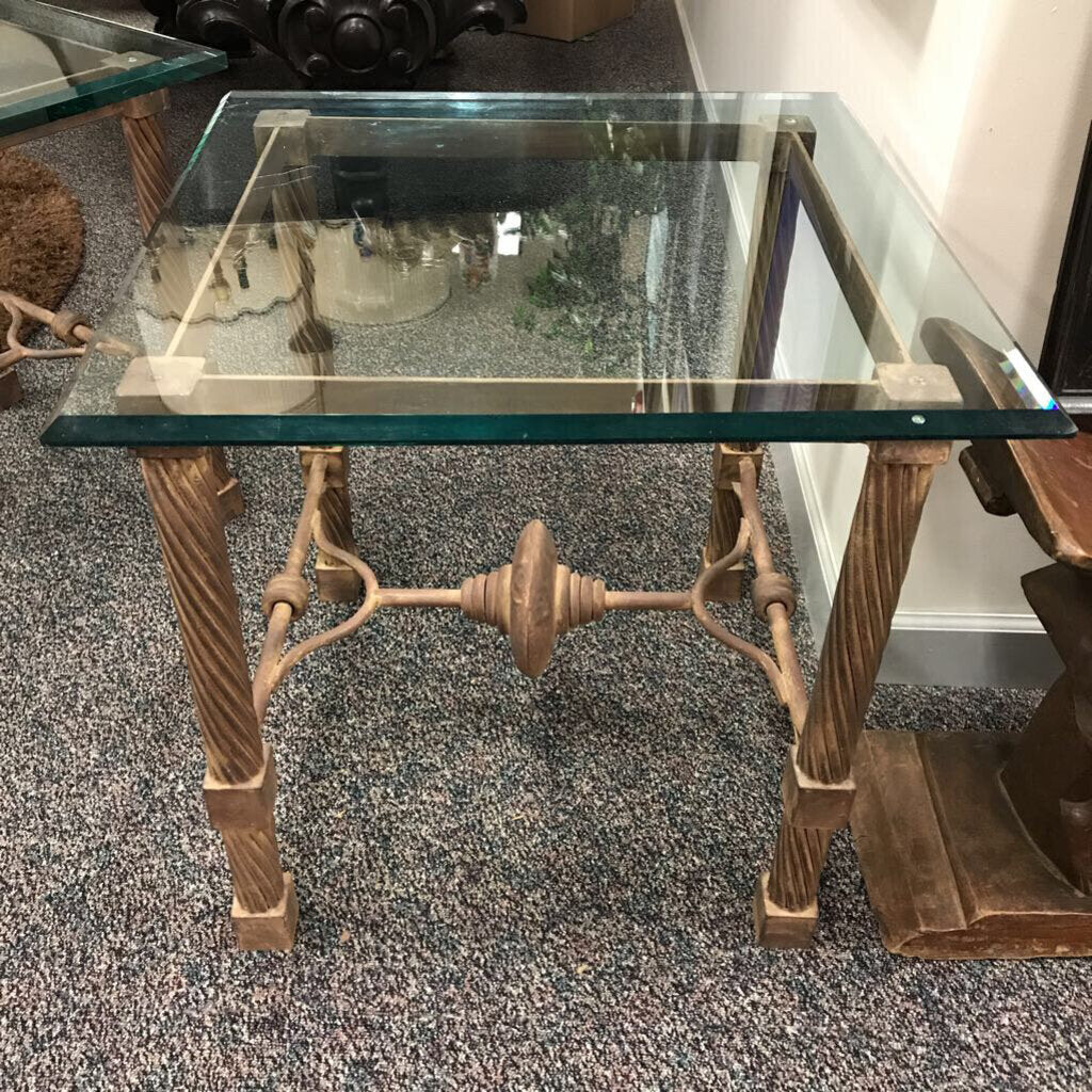Glass Top End Table with Metal Frame (25x26x26)