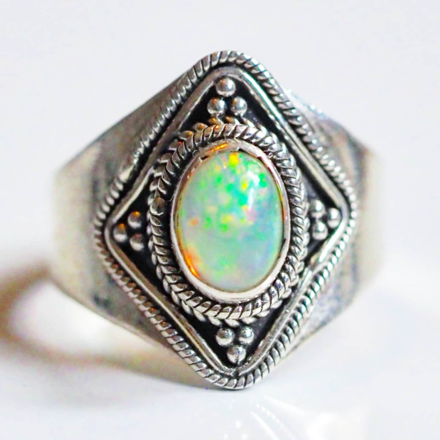 "Ring ""welo opal"" i 925 silver (17,5)"