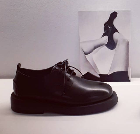 Black lace-up shoe with gomma sole