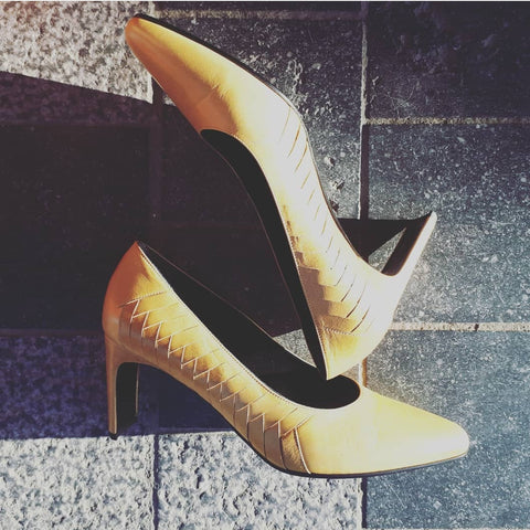 Pumps in mustard yellow