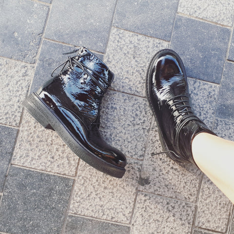 Lace-up booties in vernis black leather