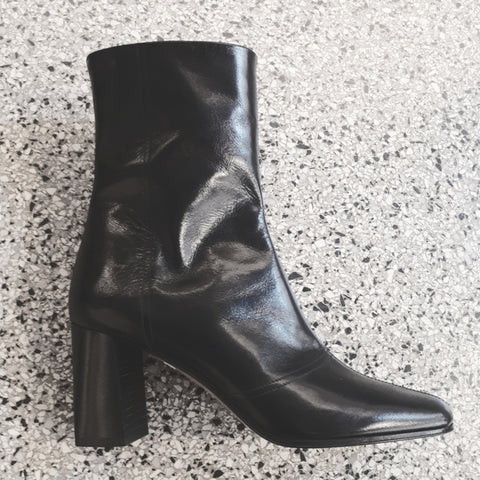 Boots with block heel in black leather