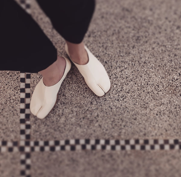 Slip-on tabi in cream