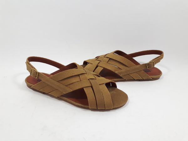 Sandals with cross straps in beige