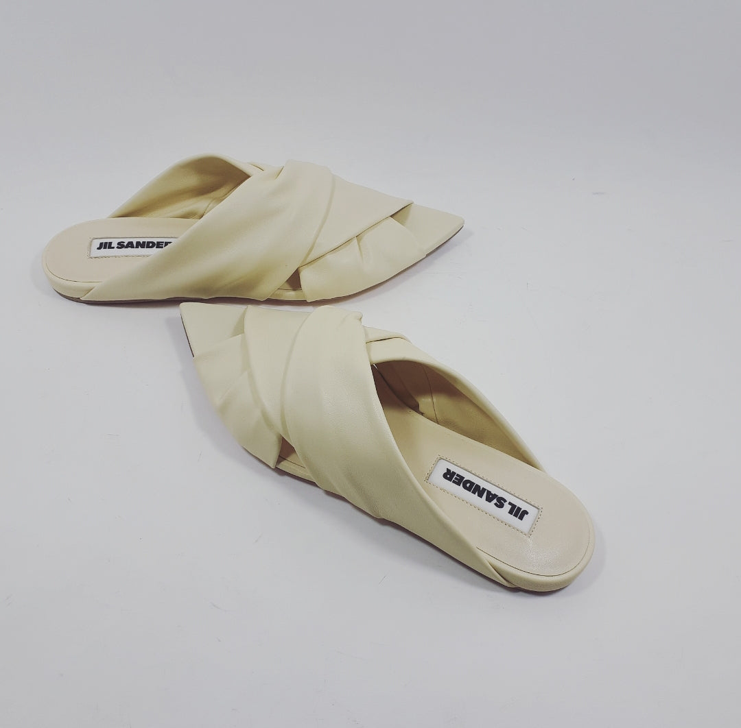 Slip-on sandal in vanilla cream