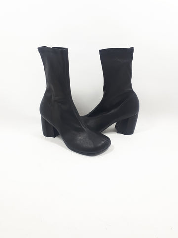 Stretch booties in black