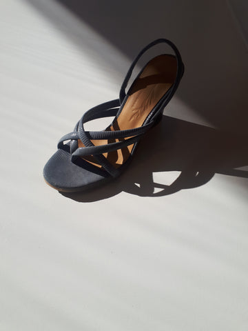 Wedge sandal in blue grey