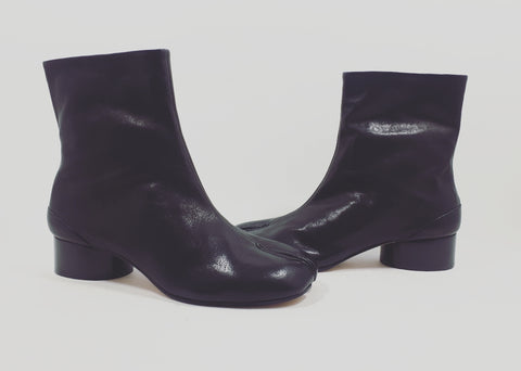 Tabi boots on low heel
