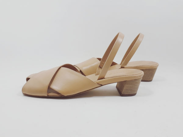 Sandal with cross straps in nude
