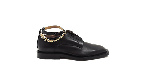 Lace-up shoe with chains