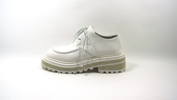 Lace-up shoe in chalk white