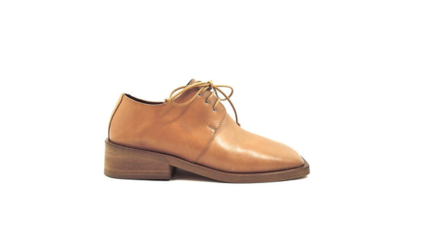 Derby shoe in light beige