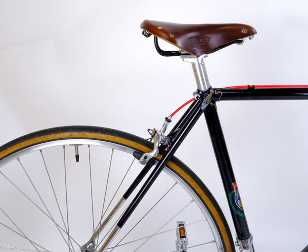 Hetchins Superbe Black 48cm 'Hetchins' pantographed seat clamp and Brooks saddle.