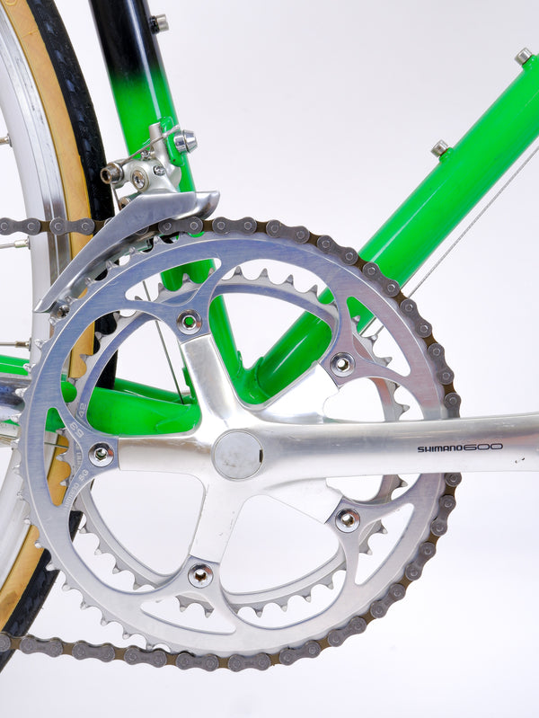 Closeup of 'Shimano 600' crank.