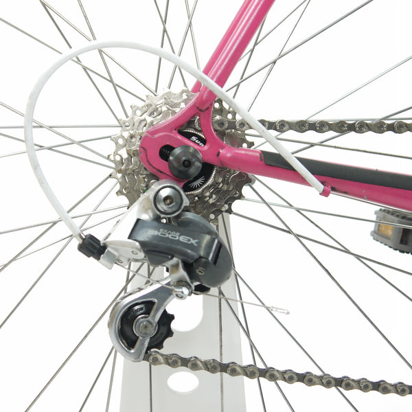 Pink Diamant bicycle's cassette and rear derailleur