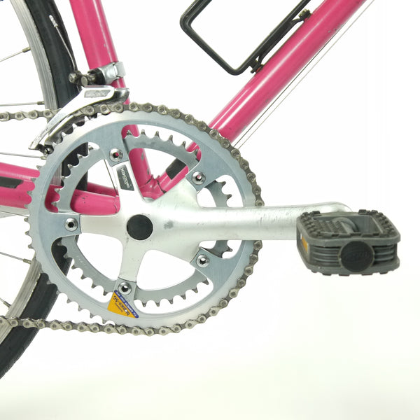 Pink Diamant bicycle's chainring and peddles