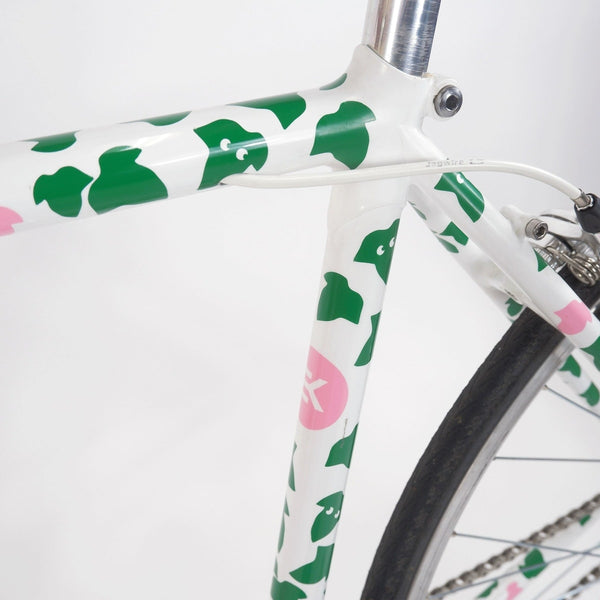 Tokyo fixed single speed bike, white with green leaves 50cm, seat clamp and seat tube closeup
