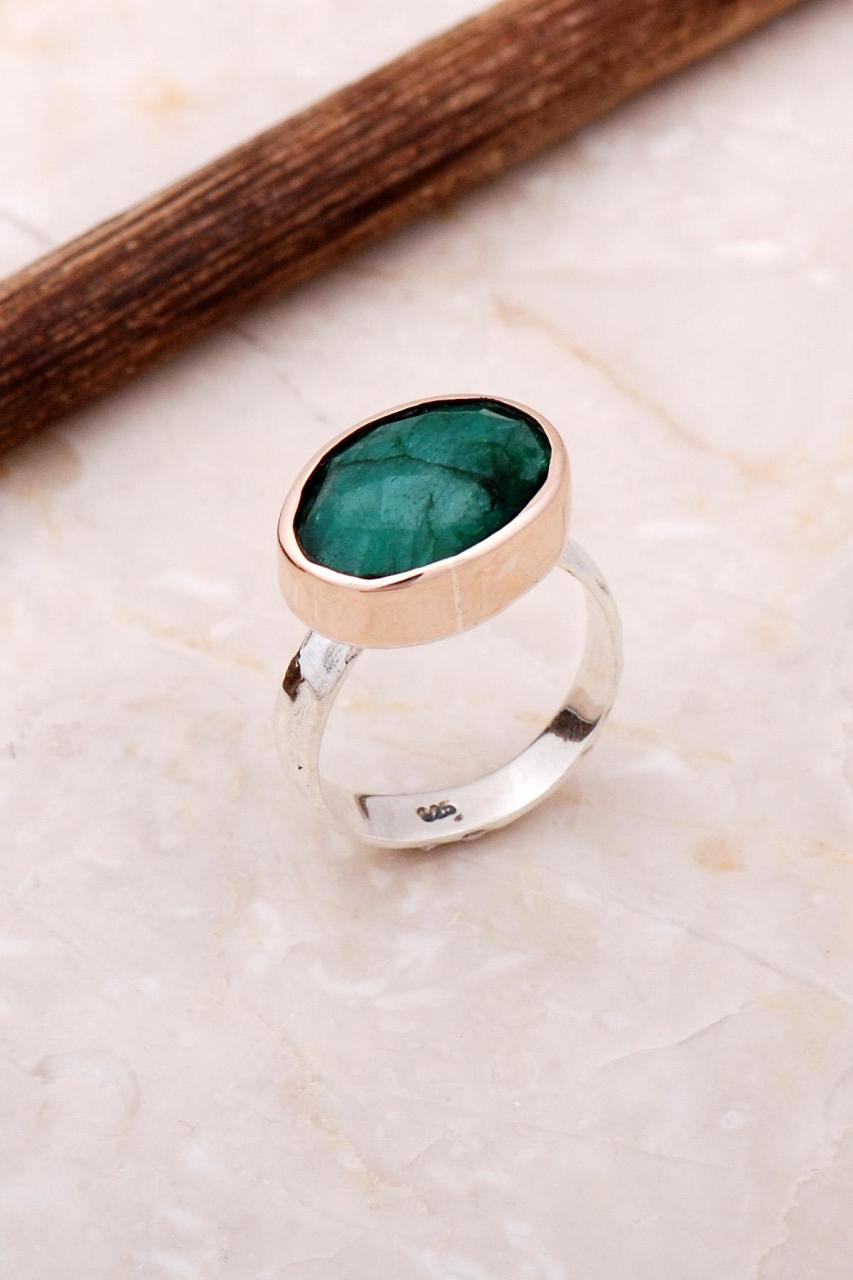 Handmade Emerald Trend Design Silver Ring