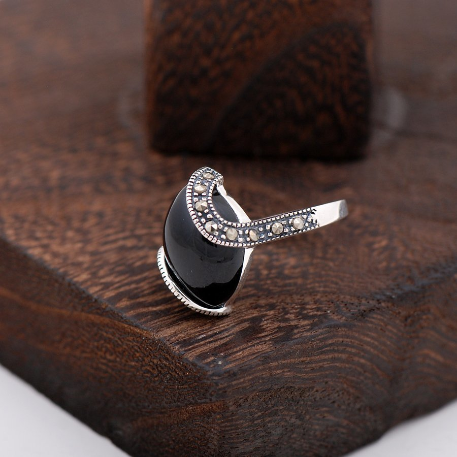 Onyx And Marcasite Stone Design Silver Ring