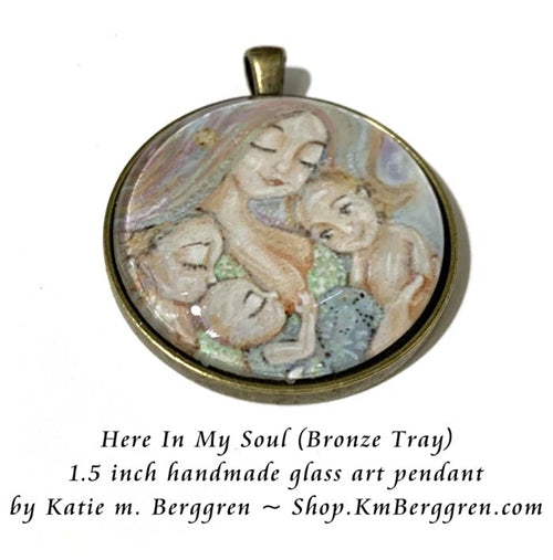 1.5 inch glass art pendant of woman with three children, handmade by artist KmBerggren