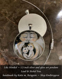 glass art pendant of mother and father with two children 1.5 inches across handmade by the artist