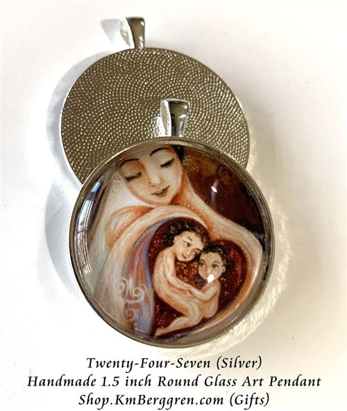 mother with two children in her heart glass art pendant necklace mothers gift 1.5 inches across handmade by the artist