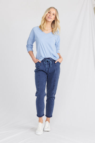 womans organic cotton tee, worn with organic pants by sustainable clothing brand Robb and Lulu